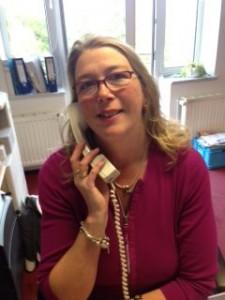 Frau Ostermann, Mitarbeiterin der Anwältin Claudia Bayer-Romeiser